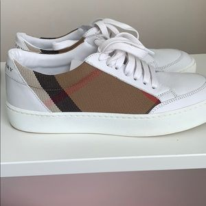Burberry leather sneakers, with original box